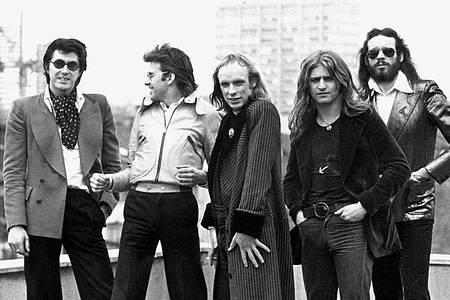 Bryan Ferry (l-r), Andy Mackay, Bryan Eno, Paul Thompson und Phil Manzanera von der britischen Band Roxy Music. Foto: dpa