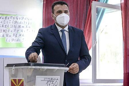 Die Sozialdemokraten von Zoran Zaev küren sich in Nordmazedonien zum Sieger. Foto: Uncredited/AP/dpa