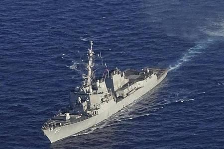 Kriegsschiffe nehmen an einer griechisch-amerikanischen Militärübung südlich der Insel Kreta teil. Im Land begann eine Militärübung mit Marine und Luftwaffe im Mittelmeer in der Nähe des türkische Forschungsschiffs «Oruc Reis». Foto: Uncredited/Greek Defense Ministry/AP/dpa
