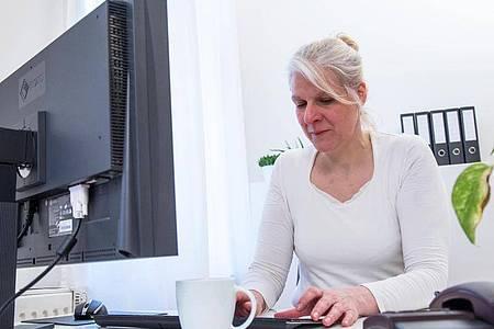Immer anspruchsvollere Programme: Die können den Rechner irgendwann in die Knie zwingen, wenn man nichts unternimmt. Foto: Christin Klose/dpa-tmn/Illustration