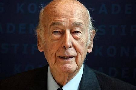 Der frühere französische Staatspräsident Valery Giscard d`Estaing kommt 2014 zum Europa Forum der Konrad Adenauer Foundation in Berlin. Foto: Stephanie Pilick/dpa