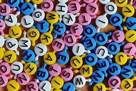 Buchstabensuppe: Personen mit Legasthenie haben oft Schwierigkeiten, sich gut auf die Texterfassung zu konzentrieren. Foto: Jens Kalaene/dpa-Zentralbild/dpa-tmn