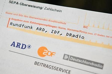Der Rundfunkbeitrag soll auf 18,36 Euro steigen. Foto: Nicolas Armer/dpa