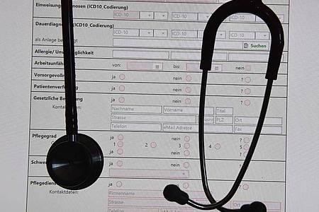 Ab 1. Januar 2021 soll eine elektronische Patientenakte (ePA) als freiwilliges Angebot für alle Versicherten starten. Foto: Stefan Sauer/ZB/dpa