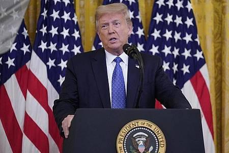 «Dieses Blutvergießen muss ein Ende haben», sagte Trump. «Wir haben keine andere Wahl, als uns einzumischen.». Foto: Evan Vucci/AP/dpa