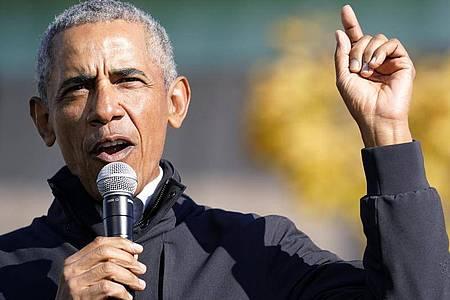 Ex-US-Präsident Barack Obama sagt es brauche konkrete Reformen, um die Ungleichbehandlung im amerikanischen Strafrechtssystem zu verringern und letztendlich ganz beseitigen. Foto: Andrew Harnik/AP/dpa