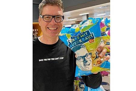 Oliver Numrich hat für Oktoberfest-Fans Chips der Geschmacksrichtung «Haxe mit Sauerkraut» entwickelt. Foto: -/Oliver?s Dinner Chips/dpa