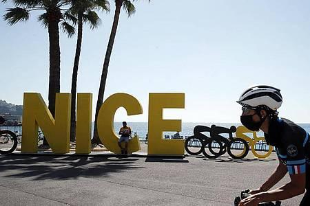 In Nizza startet die 107. Tour de France. Foto: Christophe Ena/AP/dpa