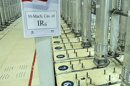 Dieses von der iranischen Atomorganisation (AEOI) veröffentlichte Bild zeigt Zentrifugen in der Urananreicherungsanlage Natans. Foto: Atomic Energy Organization of Iran/AP/dpa