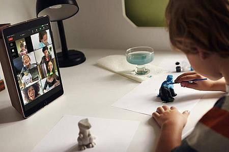 Für das im Bildungssektor verbreitete klassische iPad ändert sich äußerlich nichts. Foto: Apple Inc./dpa-tmn