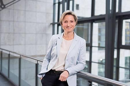 Nicole Hoffmeister-Kraut (CDU) ist Wirtschaftsministerin in Baden-Württemberg. Ihr Ministerium betreut die Landesinitiative «Frauen in MINT-Berufen». Foto: Martin Stollberg/WM BW/dpa-tmn