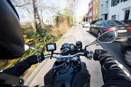 Fast die Hälfte der Deutschen stört sich am Motorradlärm. Foto: Bernd von Jutrczenka/dpa