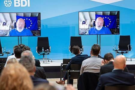 Frans Timmermans, geschäftsführender Vizepräsident und Kommissar für Klimaschutz in der EU-Kommission, ist beim Klimakongress des Bundesverbands der Deutschen Industrie (BDI) per Video zugeschaltet. Foto: Bernd von Jutrczenka/dpa