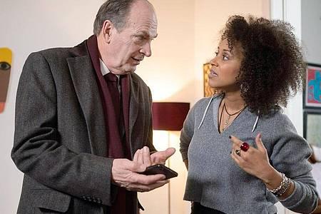 Markus Gellert (Herbert Knaup) hat die Verteidigung der Sängerin Shari Okoye (Grace Risch) übernommen. Foto: Georges Pauly/ARD/dpa