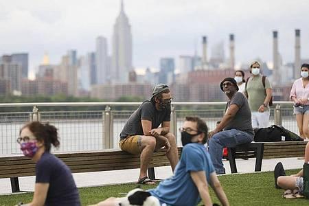 Immer mehr New Yorker werden geimpft - eine Metropole träumt von der Rückkehr ins pralle Leben, die Künstler von ihrem Publikum. Foto: Wang Ying/XinHua/dpa