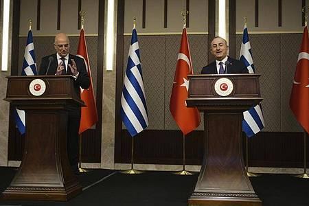 Das Treffen von Nikos Dendias (l), Außenminister von Griechenland, und Mevlüt Cavusoglu, Außenminister der Türkei, in Ankara sorgte für Aufsehen. Foto: Burhan Ozbilici/AP/dpa