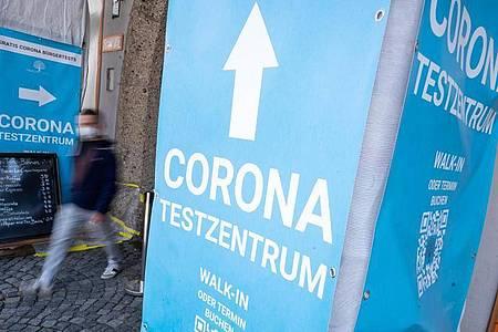 Die Sieben-Tage-Inzidenz in der Corona-Pandemie sinkt weiter. Foto: Peter Kneffel/dpa