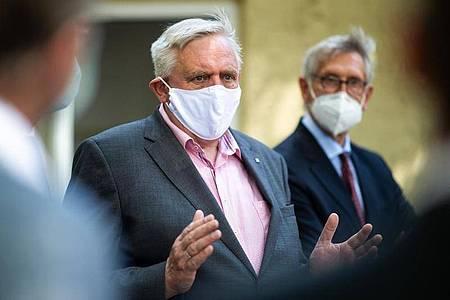 NRW-Gesundheitsminister Karl-Josef Laumann spricht in Oelde. Foto: Jonas Güttler/dpa