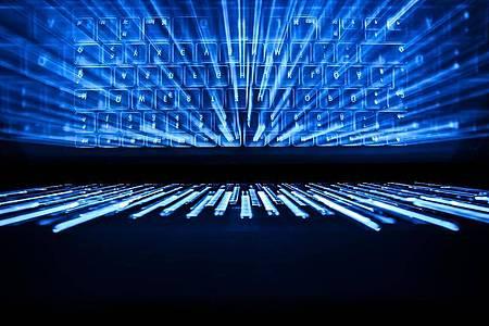 Ermittler aus Europa und den USA haben etwas Licht in den dunklen Teil des Internets gebracht und weltweit 179 im sogenannten Dark Web operierende mutmaßliche Anbieter von Drogen und anderen illegalen Gütern festgenommen. Foto: Silas Stein/dpa