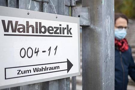 Vor der jüngsten Landtagswahl in Baden-Württemberg hatte das Landesverfassungsgericht das Parlament dazu gezwungen, die nötige Unterschriftenzahl für kleine Parteien zu halbieren. Die Grünen stellen ähnliche Forderungen jetzt auf Bundesebene. (Symbolbild). Foto: Sebastian Gollnow/dpa