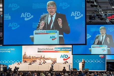 Jörg Meuthen spricht in der Dresdener Messehalle beim Bundesparteitag der AfD zu den Delegierten. Foto: Kay Nietfeld/dpa