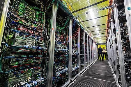 Mit fortschreitender Digitalisierung wird auch der Bedarf an IT-Experten immer größer. Foto: Robert Michael/dpa-Zentralbild/dpa