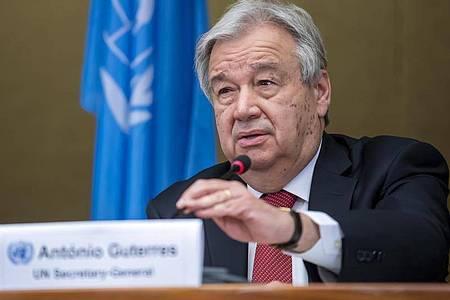Antonio Guterres, UN-Generalsekretär, während einer Pressekonferenz in Genf über das Ende eines 5+1-Treffens über Zypern. Foto: Martial Trezzini/KEYSTONE/dpa