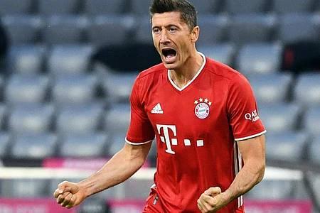 Münchens Robert Lewandowski bejubelt sein Tor zum 1:0 - und trifft anschließend weitere drei Mal. Foto: Sven Hoppe/dpa