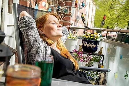 Den Osterurlaub verbringen wir wohl überwiegend zu Hause. Nichtsdestotrotz sollten sich Beschäftigte für den Erholungseffekt schöne Dinge vornehmen. Foto: Christin Klose/dpa-tmn