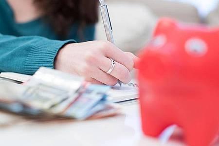 Geht der Arbeitgeber insolvent, haben Arbeitnehmer gegenüber der Bundesagentur für Arbeit einen Anspruch auf Insolvenzgeld. Foto: Christin Klose/dpa-tmn