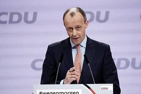 CDU-Politiker Friedrich Merz spricht sich in der K-Frage gegen CSU-Chef Markus Söder aus. Foto: Michael Kappeler/dpa