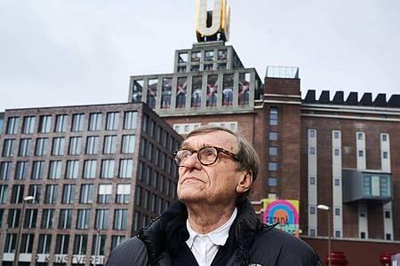 Adolf Winkelmann vor dem Dortmunder U-Turm. Foto: Bernd Thissen/dpa