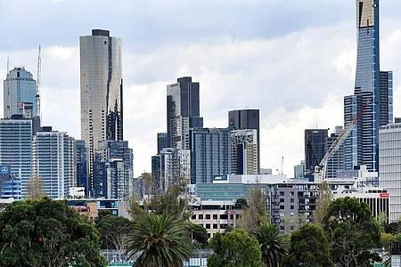 Skyline von Melbourne. Australiens zweitgrößte Stadt geht erneut in einen sechswöchigen Lockdown. Foto: Andy Brownbill/AP/dpa