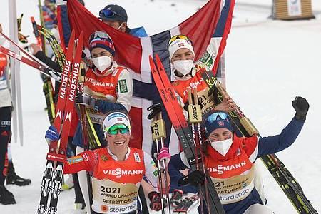Die norwegische Langlauf-Staffel holte den Weltmeistertitel. Foto: Karl-Josef Hildenbrand/dpa