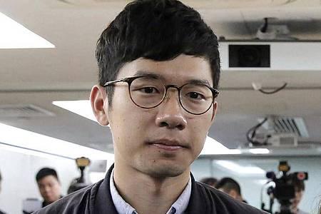 Der pro-demokratische Aktivist Nathan Law erhält Asyl in Großbritannien. Foto: Kin Cheung/AP/dpa/Archivbild