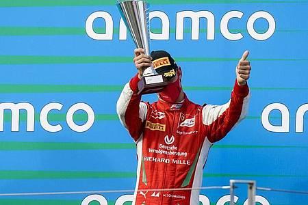 Feiert seinen dritten Platz beim Formel-2-Rennen in Ungarn: Mick Schumacher. Foto: James Gasperotti/ZUMA Wire/dpa