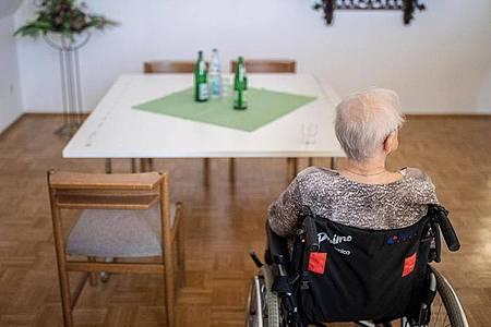 In der Pflege gibt es seit Jahren einen erheblichen Notstand an Pflegekräften. Foto: Marcel Kusch/dpa