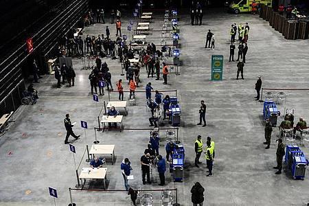 Die O2-Arena in Prag ist das größte Impfzentrum des Landes. Foto: Vondrouš Roman/CTK/dpa