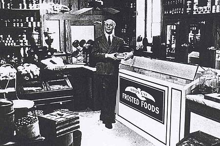 Als Geburtsstunde der Tiefkühlkost (Englisch: Frosted Food) gilt der 6. März 1930, als im US-Staat Massachusetts erstmals tiefgekühlte Lebensmittel verkauft wurden. Foto: dti/dpa
