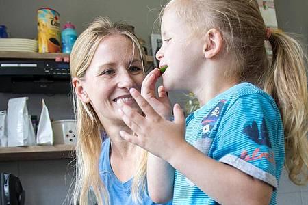 Damit die Kinder bei Laune bleiben, hilft Struktur und geplante gemeinsame Aktivitäten. Foto: Christin Klose/dpa-tmn