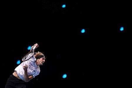 Zverev hatte gegen Medwedew große Schwierigkeiten beim eigenen Aufschlag. Foto: John Walton/PA Wire/dpa