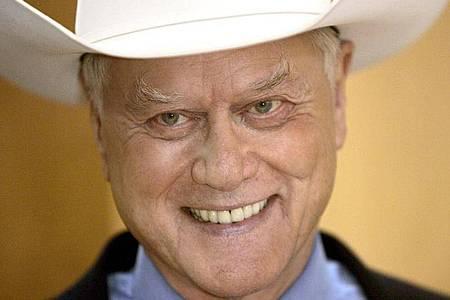 Fieses Grinsen;Schauspieler Larry Hagman spielte J. R. Ewing in der Fernsehsaga «Dallas». Foto: Jörg Carstensen/dpa
