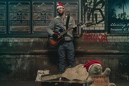 Basti (Luke Mockridge) ist ein erfolgloser Musiker. Foto: Frank Dicks/Netflix/dpa