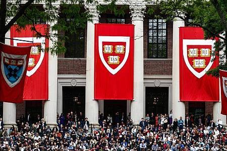 US-Eliteuniversität Harvard in Cambridge, Massachusetts. Viele deutsche Studenten in den USA sorgen sich nach der Ankündigung der US-Einwanderungsbehörde ICE um ihre Zukunft. Foto: Omar Rawlings/dpa