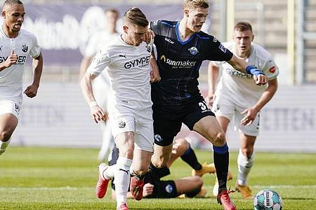 Der SV Sandhausen und Bundesliga-Absteiger SC Paderborn teilten sich die Punkte. Foto: Uwe Anspach/dpa