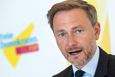 Christian Lindner, Vorsitzender der FDP-Bundestagsfraktion, äußert sich vor der Sitzung der FDP-Fraktion im Deutschen Bundestag. Foto: Bernd von Jutrczenka/dpa