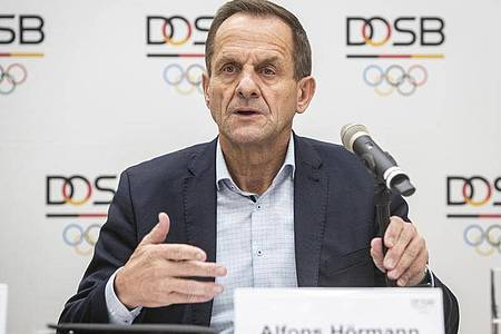 DOSB-Chef Alfons Hörmann bedankte sich für die erhöhte Sportförderung. Foto: Frank Rumpenhorst/dpa