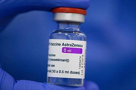 Forscher der Universitätsmedizin Ulm haben in dem Astrazeneca-Impfstoff Verunreinigungen durch Proteine entdeckt. Foto: Robert Michael/dpa-Zentralbild/dpa