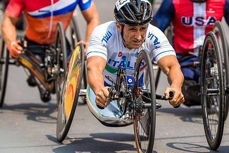 Wurde nach seinem folgenschweren Handbike-Unfall inzwischen in eine Reha-Klinik verlegt: Alessandro Zanardi. Foto: Jens Büttner/dpa-Zentralbild/dpa