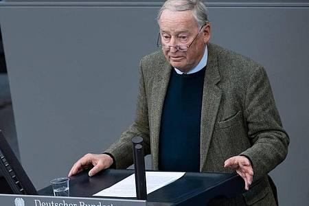 «Ich habe große Zweifel, dass der Vorstandsbeschluss endgültig hält», sagt Alexander Gauland. Foto: Bernd von Jutrczenka/dpa